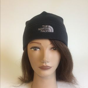 New The North Face Black Hat size S/M